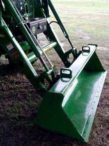 The H180 loader, compatible with the 4R, dons bucket loops.