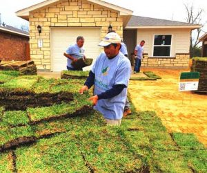 Project-EverGreen-Volunteers-Laying-Sod