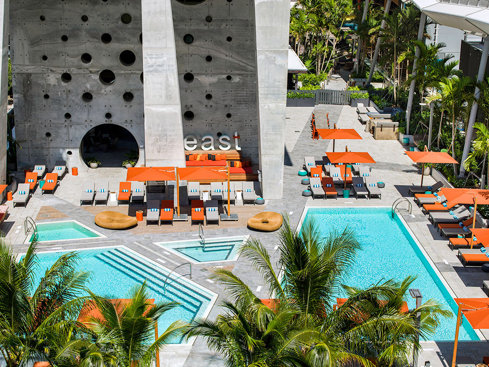 Pool deck of East Hotel (Photo: ArquitectonicaGEO)