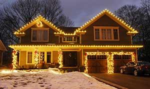 Warm white holiday lighting (Photo: Christmas Decor)