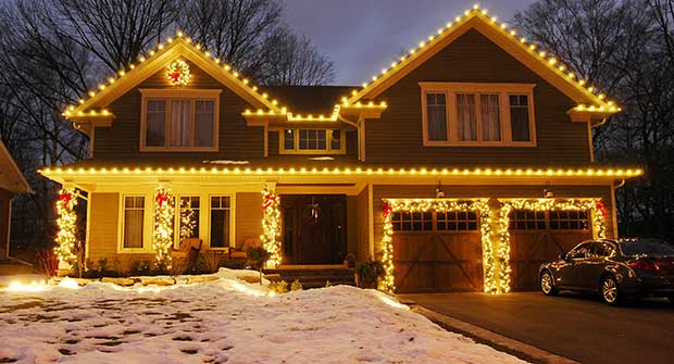 Warm white holiday lighting (Photo: Christmas Decor)