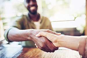 Handshake (Photo: iStock.com/PeopleImages)