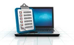 Monitor and checklist (illustration: iStock.com/Vaniatos)