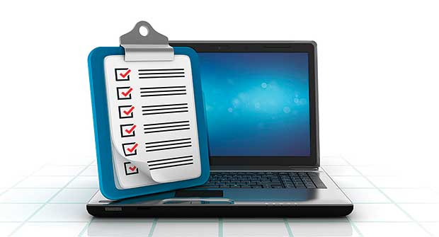 Monitor and checklist (illustration: iStock.com/Vaniatos)
