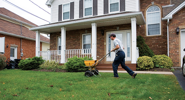 LCO fertilizing a home's front yard (Photo: Koch Industries)