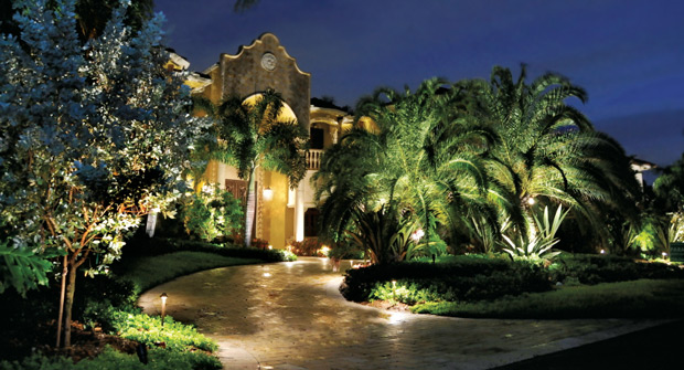 Path lighting (Photo: Vista Professional Outdoor Lighting)