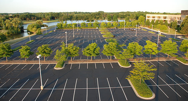 Kemper Lakes parking lot (Photo: Gayle Kruckenburg and Bryland Photography)