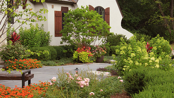Plantings in front of house (Photo: James Martin Associates)