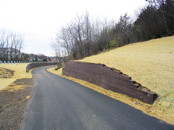 Recycled plastic edging (Photo: Bedford Technology)