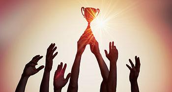 Team with trophy (Photo: iStock.com/vchal)