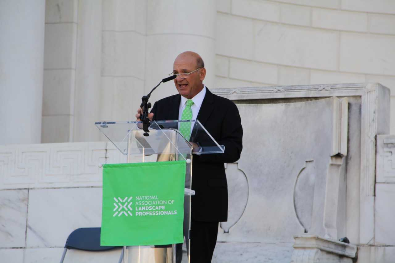 "Frank Mariani, owner of Mariani Landscape, addresses the volunteers at the 2019 Renewal & Remembrance. ""This place simply takes your breath away,"" he said of Arlington National Cemetery. (Photo: Seth Jones)"