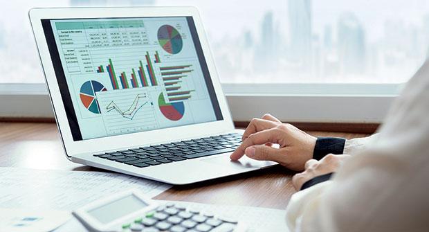 Computer with charts (Photo: iStock.com/utah778)