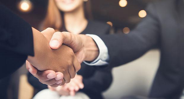 Handshake (Photo: iStock.com/Kritchanut)