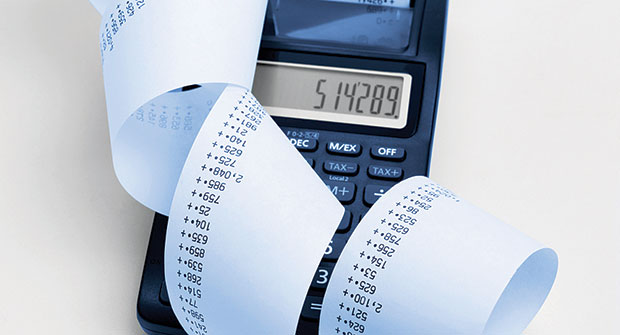 Calculator and billing (Photo: iStock.com/stuartbur)