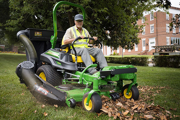 Mower with three-bag Material Collection System (Photo: John Deere)