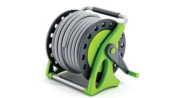 Spray hose (Photo: iStock.com/adventtr)