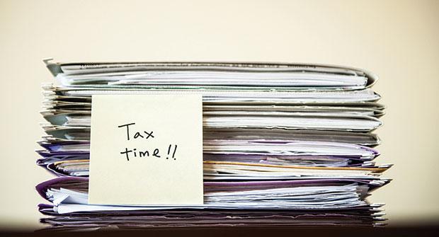 Tax files (Photo: iStock.com/gollykim)