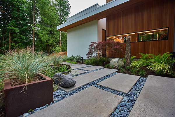 Hardscaping project by Dennis' 7 Dees Landscaping & Garden Center (Photo: Maxwell Monty/Maxwell Monty Photography)