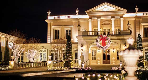 Holiday-lit house (Photo: Christmas Illuminations)