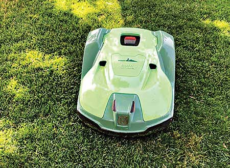 Robotic mower (Photo: Mariani Landscape)
