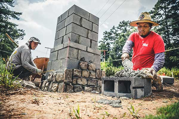 Volunteers working on Champions Place service project (Photo: SiteOne Landscape Supply)