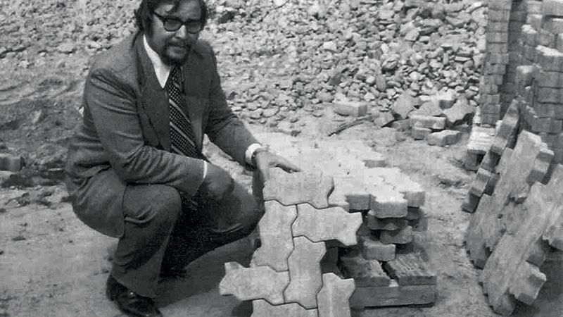 Ed Bryant and Fritz von Langsdorff purchased a Hess multi-layer machine and began producing one UNI-Stone in one color at scale. (Photo: Unilock)