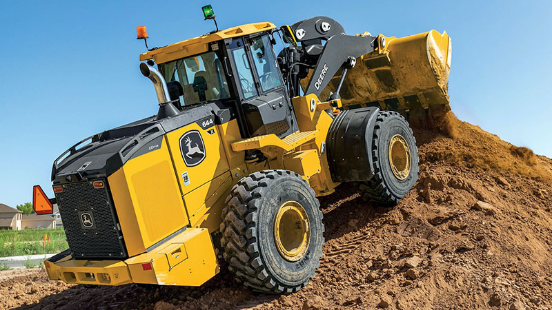 John Deere's 644 X-tier features E-Drive technology and a diesel-electric drivetrain which exemplifies the type of features that distinguish the company's X tier. (Photo: John Deere)