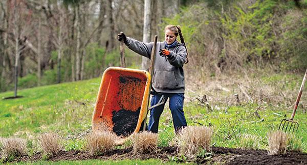 Eichenlaub apprentice Megan Wolfgang performs landscape maintenance. (Photo: Eichenlaub)