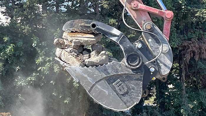 Werk-Brau's Hydra-clamp bucket with rotary-action thumb (Photo: Werk-Brau)